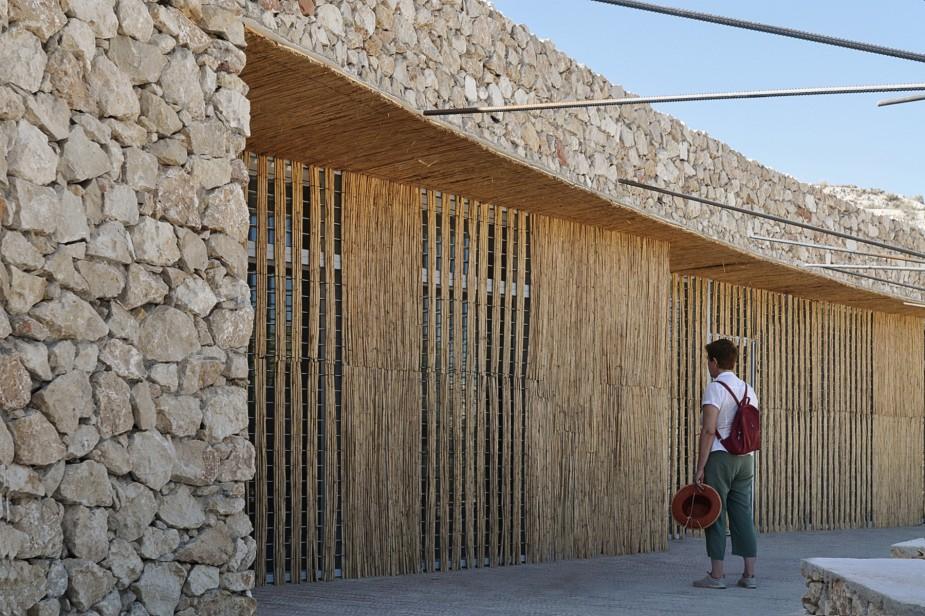 Adecuación paisajística centro de visitantes Necrópolis de Tútugi